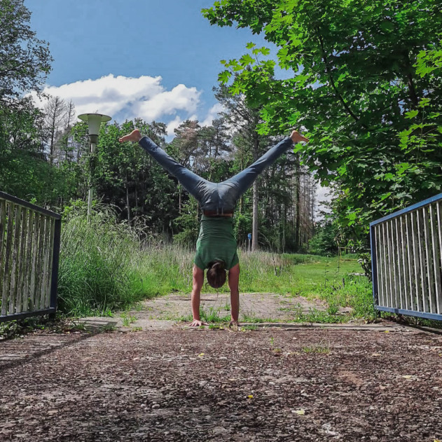 """This is the image of my post:""""How to do a handstand finally and hold it!"""""""