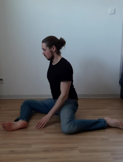 Me doing a 9090 Stretch to improve Hip Mobility