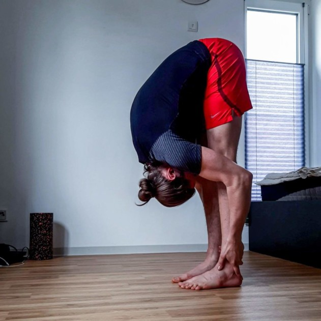 """This is the image of my post:""""How to pike stretch and finally get more flexible."""""""