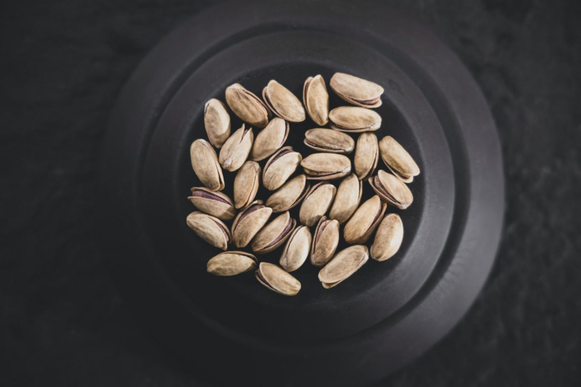 This image shows healthy fats in form of pistaccios in a bowl.