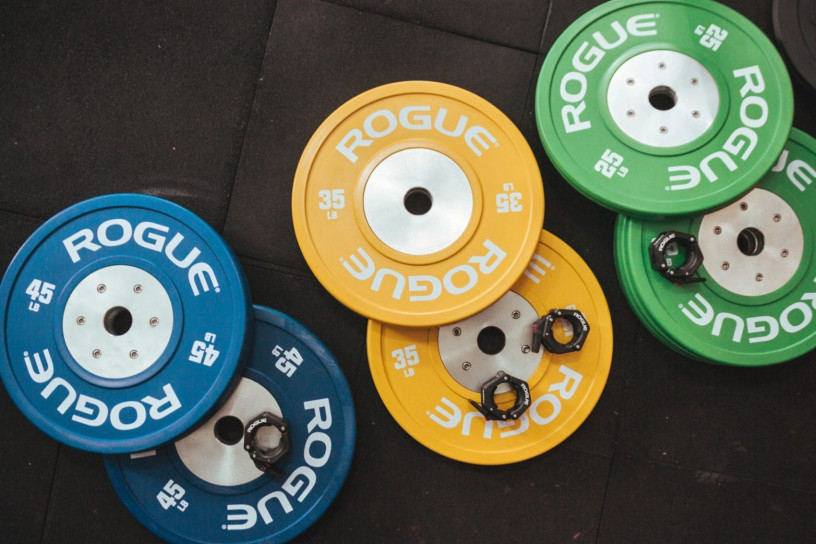 This image shows a few weight plates to use in the gym.